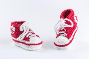 babyfinkli-gehaekelt-rot-erste-babyschuhe