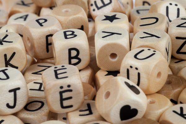 Buchstaben Holz geprägt COMIC 12mm