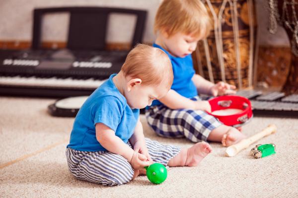 """""""Krach machen"""" mit Instrumenten oder Alternativen fördert Ihr Baby"""