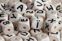 Buchstaben Holz gepraegt HELL 10mm