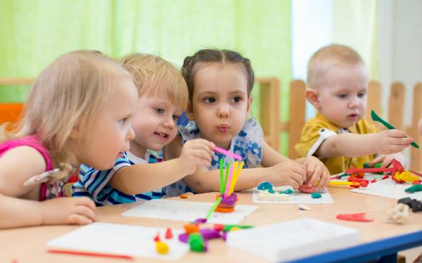 Wenn Kinder von Bekannten und Freunden im gewählten Kindergarten sind, können Ihre Kinder auch schnell Anschluss finden