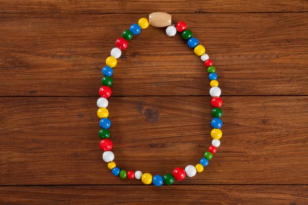 Eine selbst gebastelte Halskette kommt bei der Tante sicher gut an