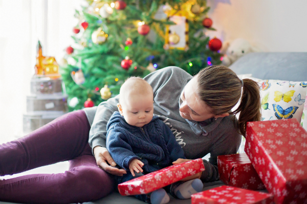 Erstes Weihnachten mit dem Baby