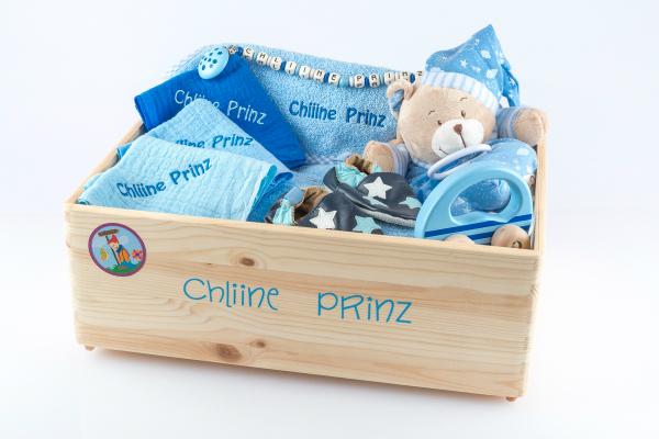 Gefuellte Geschenkkiste aus Holz