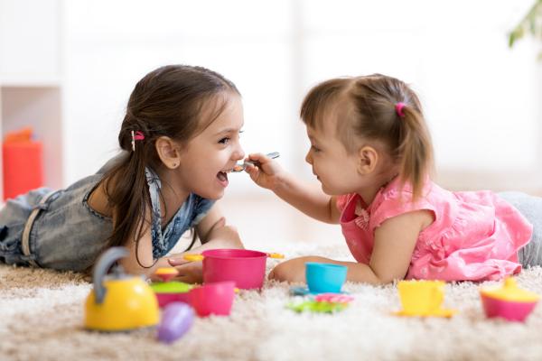 Bis Kinder richtig in ganzen Sätzen sprechen können mehrere Jahre vergehen