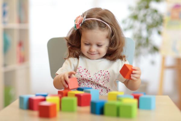Bis zum vierten Lebensjahr lernen Kinder die richtige Zuordnung von Farben