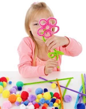 Blumen sind im Frühling ein beliebtes Bastelmotiv für Kinder