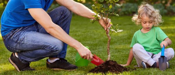 Bei der Gartenarbeit können Kinder ebenfalls helfen und viel über die Umwelt lernen