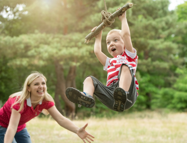 Aktive Bewegung und Beschäftigung im Freien tut Kindern gut