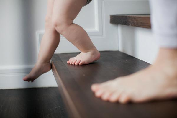 Erste Schritte auf der Treppe
