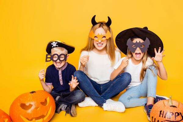 Fledermausmasken zu Halloween
