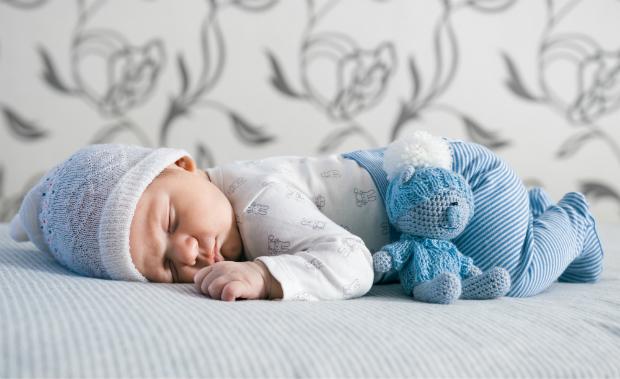 Mützen sind ein wichtiges Zubehör für Säuglinge