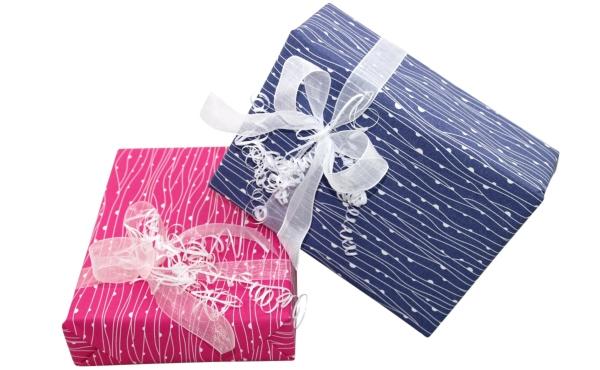 warenkorb-in-geschenkspapier-verpackt