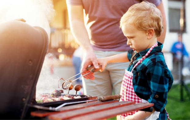 Beim Grillen mit Kindern ist Vorsicht geboten