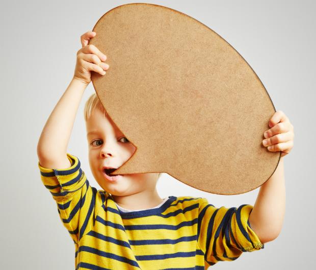 Kinder lernen früh die ersten Geräusche und Worte nachzuahmen