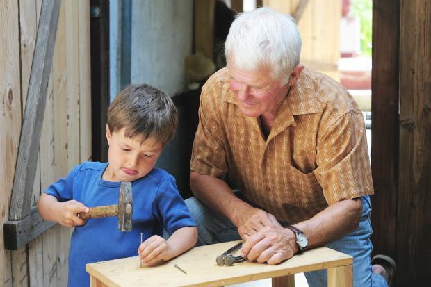 Auf das Alter achten! Die Kleinsten sollten kein schweres Werkzeug benutzen