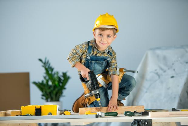 Der Nachwuchs sollte zunächst mit Kinderwerkzeug üben