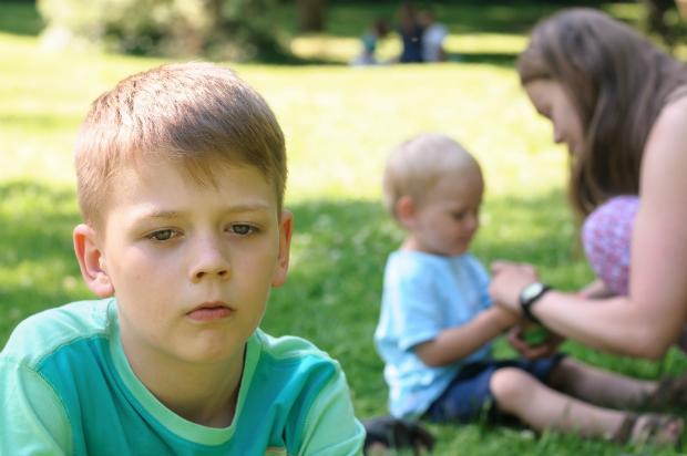 Eifersucht macht Kinder aggressiv und traurig